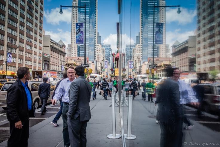 Man in the mirror - New York, Manhattan - © Pedro Hansson